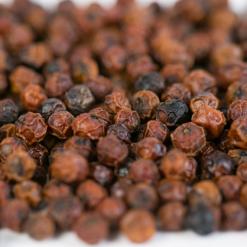 grains de poivre de Kampot rouge